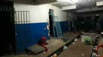 Dezenas de detentos fugiram da cadeia de Serra Talhada