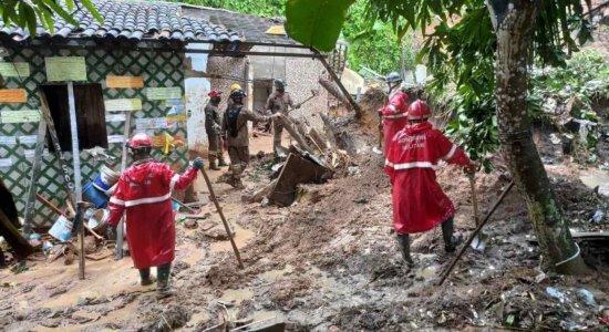 Barreira deslizou no bairro de Sucupira, em Jaboatão dos Guararapes