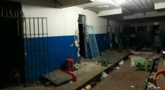 Mais de 22 detentos fogem de cadeia pública em Serra Talhada, no Sertão Pernambuco