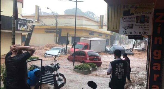Os vídeos de enxurrada carregando carros foram gravados em São Carlos (SP) e não em Pernambuco
