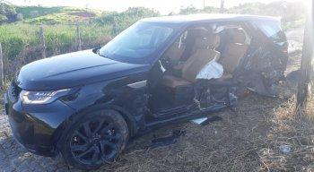 Acidente entre três carros deixa uma pessoa morta e quatro feridas na BR-232