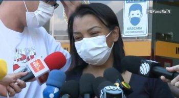Valquíria Nascimento, mãe de MC Kevin, concedeu entrevista coletiva na tarde desta segunda-feira (17)