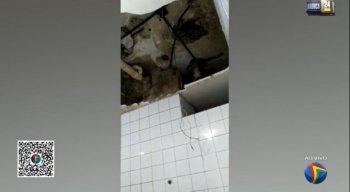 Parte do teto de banheiro cai e quase atinge paciente no Getúlio Vargas