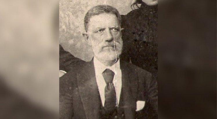 Major João Salvador dos Santos, o primeiro prefeito constitucional de Caruaru (1892-1895). Apesar de terem ocorrido duas eleições antes, foi o primeiro a conseguir exercer o mandato por completo.