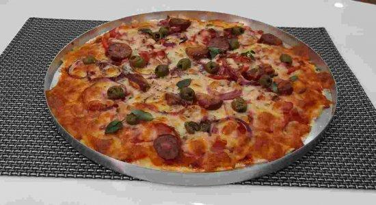 Pizza diferenciada com massa de macaxeira preparada pelo chef Rivandro