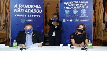 Secretário de Saúde de Pernambuco, André Longo, e a secretária executiva de Desenvolvimento Econômico, Ana Paula Vilaça.