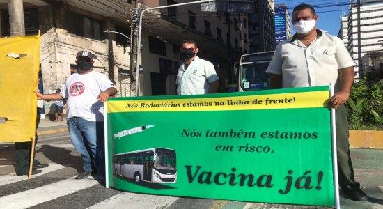 Transporte público: Rodoviários fazem protesto no Centro do Recife e metrô vai parar, por vacina contra a covid-19