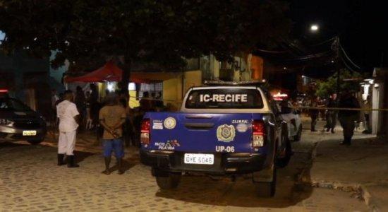 Homem obriga idoso a ajudar em fuga de assassinato, é alcançado e morto a tiros, pedradas e pauladas, em Olinda