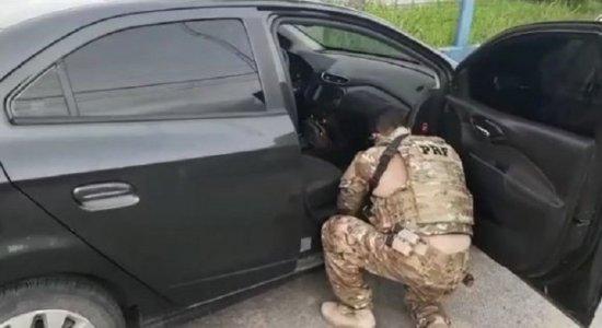 Com pistola e carro roubado, motorista de aplicativo é detido na Zona Oeste do Recife