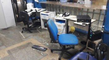 Segundo a assessoria de imprensa do INSS, os manifestantes praticaram vandalismo contra o patrimônio do prédio, onde tinham servidores trabalhando