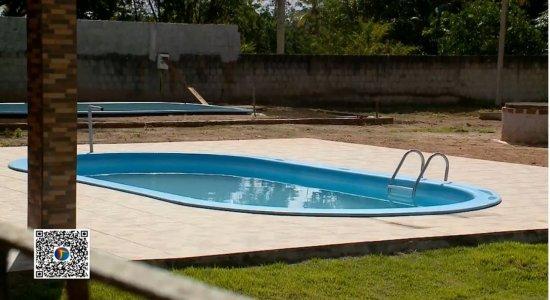 Criança de apenas 3 anos morre afogada em piscina de granja, em Abreu e Lima