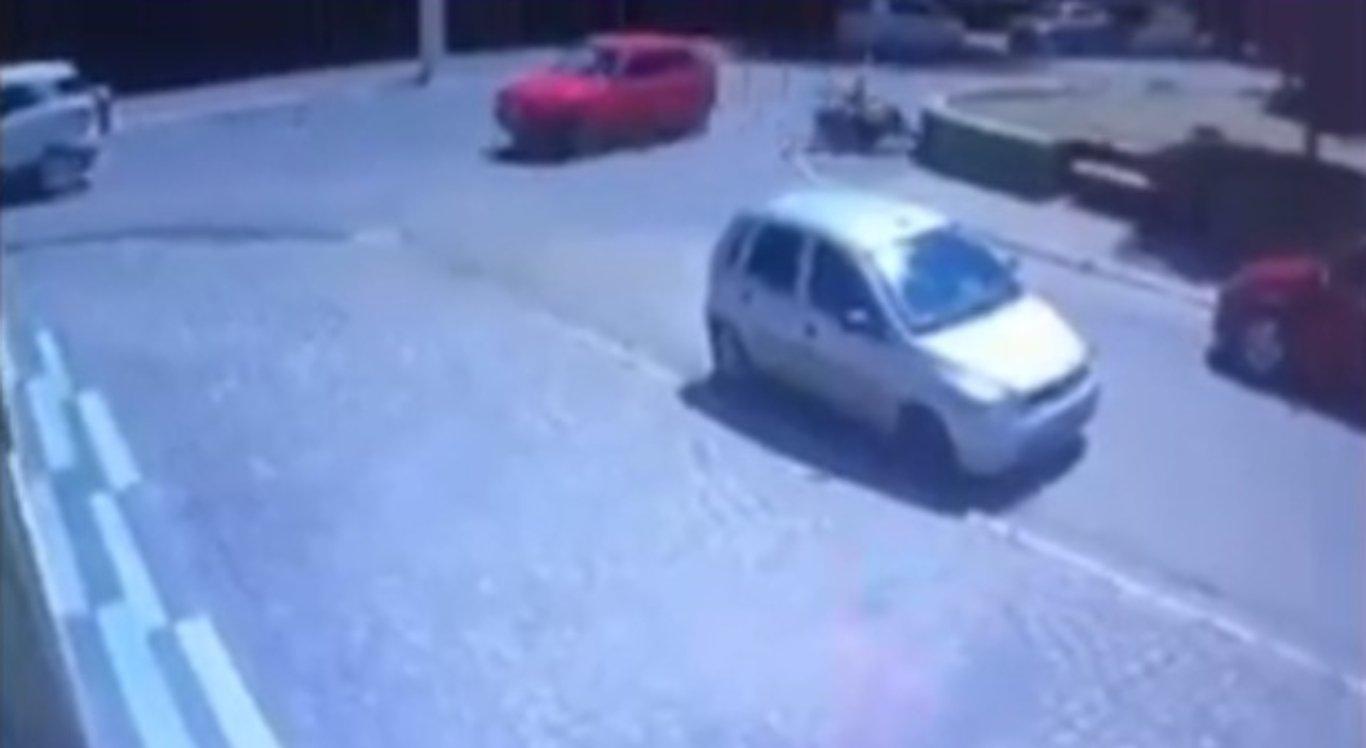 Colisão entre moto e carro em Cachoeirinha