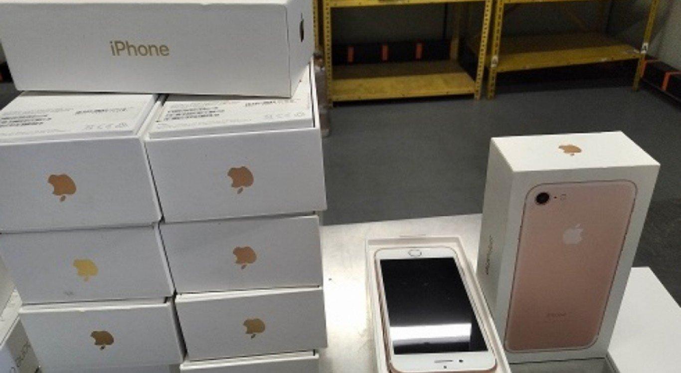 Leilão da Receita Federal conta com produtos como iPhones