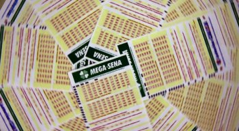 O valor da aposta simples da Mega-Sena, com seis dezenas marcadas, custa R$ 4,50