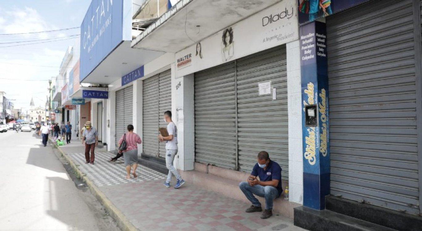 Comércio de Limoeiro amanheceu com as portas fechadas, nesta quarta-feira (26)
