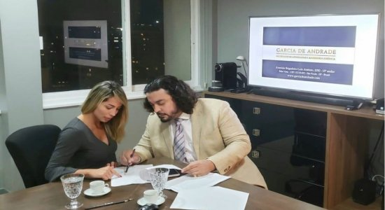 Bianca Dominguez aparece 'revisando fatos e depoimentos' do caso MC Kevin em seu instagram