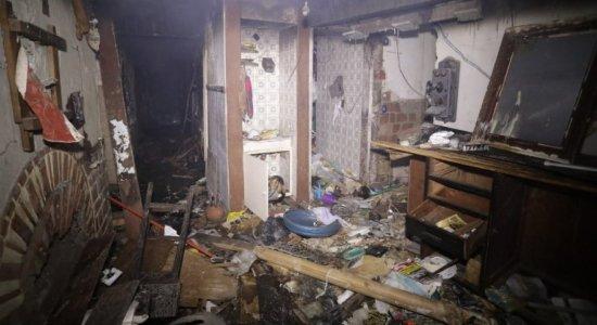 Casa de idoso é destruída por incêndio, em Boa Viagem; ele vinha sendo alvo de ameaças e acredita que foi criminoso