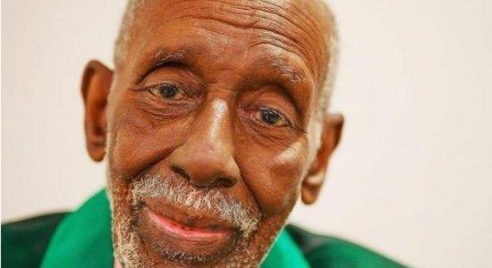 Nelson Sargento, presidente de honra da escola de samba Mangueira, morre aos 96 anos