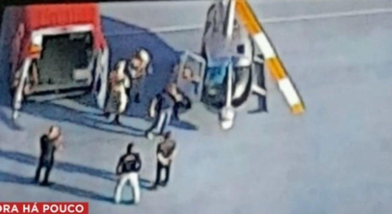 Piloto de helicóptero é baleado durante voo e faz pouso forçado