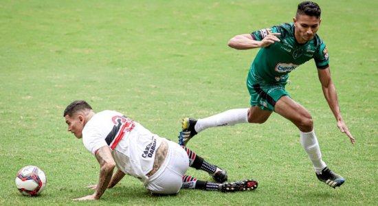 Pouco produtivo, Santa Cruz perde para o Manaus na estreia da Série C