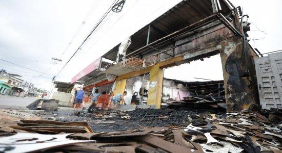 O Bronca 24 Horas mostra detalhes de um incêndio que destruiu padaria