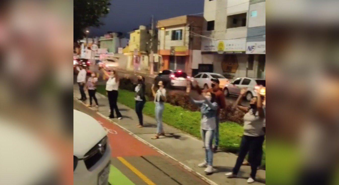 O grupo se reuniu em frente à UPA do bairro Boa Vista, em Caruaru