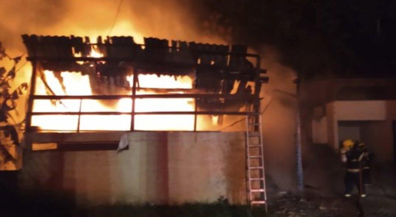 Casa incendiada em Santa Catarina