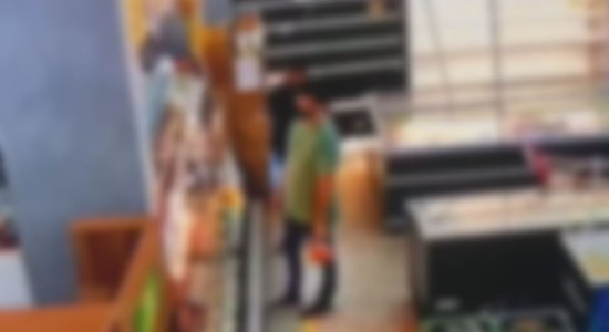 Dupla é flagrada roubando R$ 10 mil em carnes de supermercado; veja vídeo