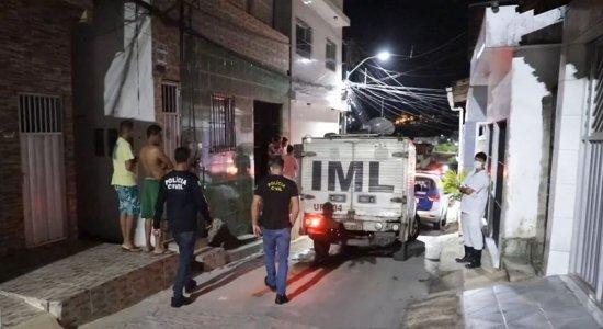 Jovens são surpreendidos por homens armados e baleados em Paulista; um deles morreu