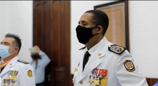 Quase uma semana após ação truculenta de policiais em protesto no Recife, novo comandante da PM é empossado