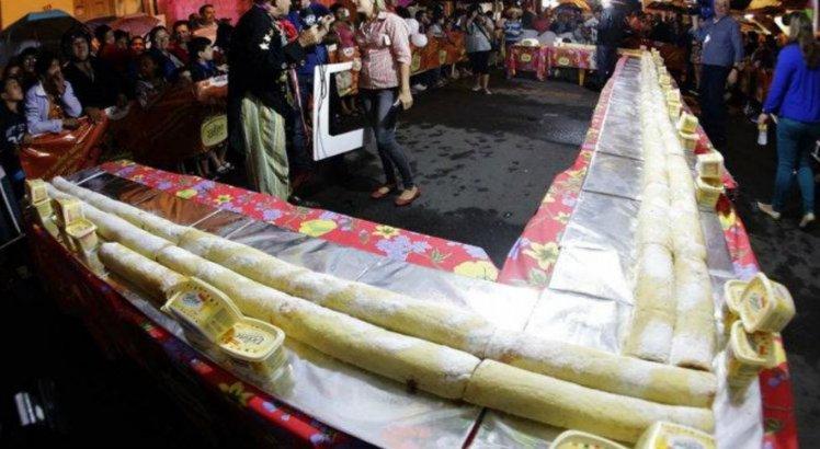 Bolo de rolo gigante é uma das comidas gigantes mais tradicionais