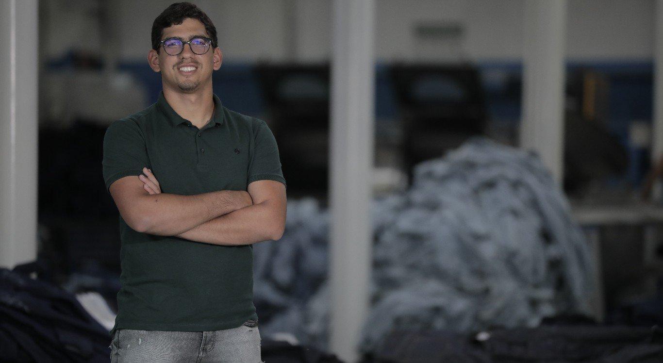 Pedro Tavares trabalha para manter a Lavanderia Céu Azul sustentável