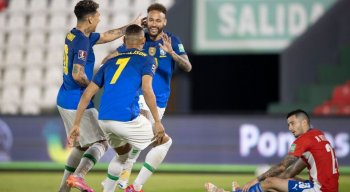 Neymar abriu o placar para a seleção brasileira diante do Paraguai
