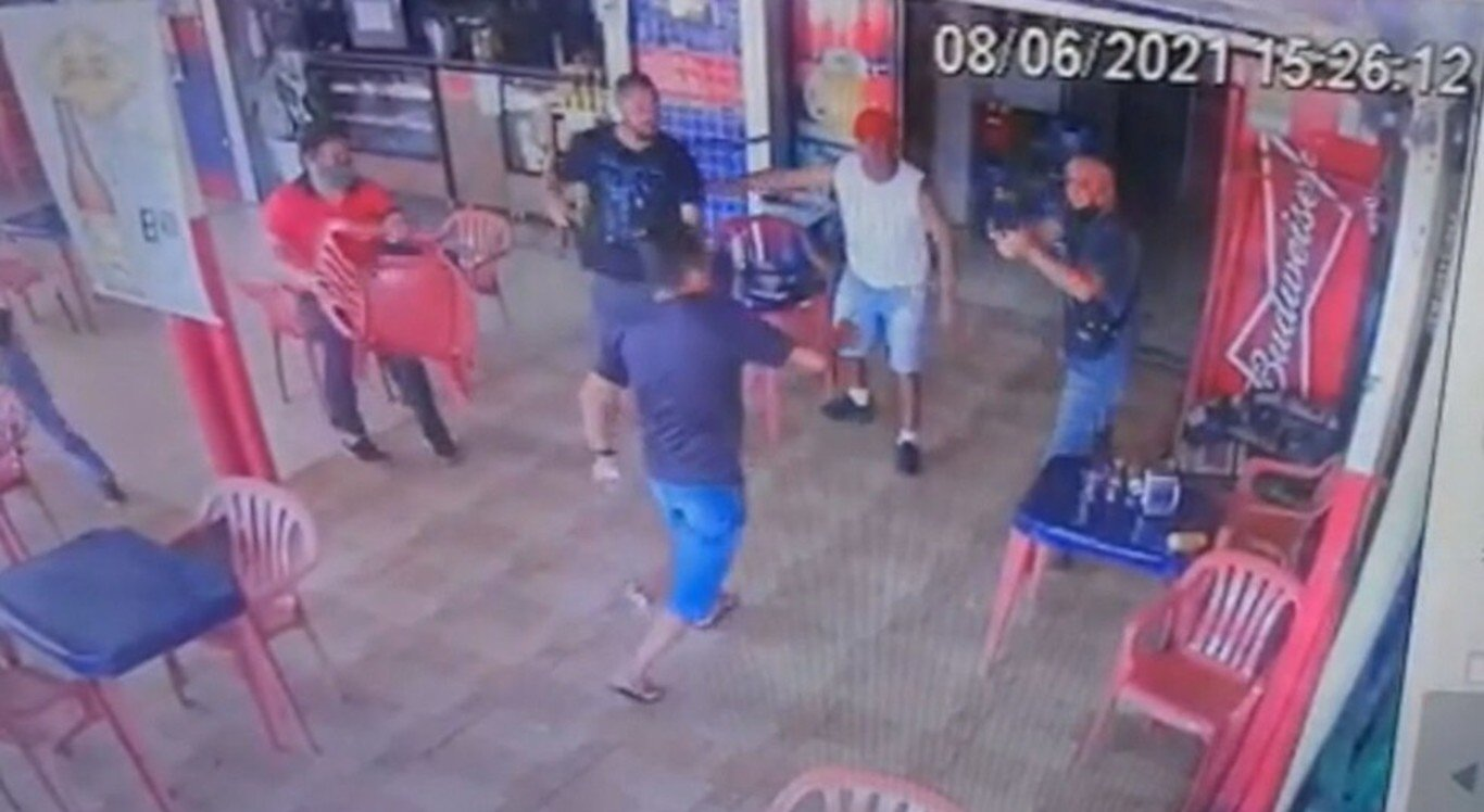 Homem tenta atacar PMs da reserva com faca e é baleado no DF