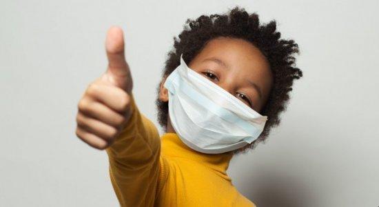 Vacinas são seguras para crianças menores de 12 anos? Crianças podem usar máscara? Médico responde