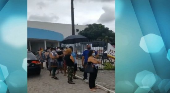 Moradores de Paulista enfrentam série de problemas para receber vacina contra covid-19