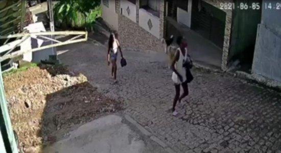 Família faz apelo para encontrar adolescente que sumiu quando vendia cocada em Moreno