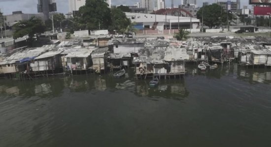 Moradores de palafitas temem ficar de fora de habitacional no Pina