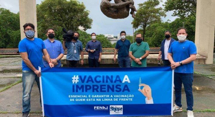 Jornalistas fazem protesto pedindo vacinação contra a covid-19