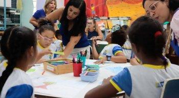 A rede municipal de Recife tem 92 mil alunos. Há 320 escolas e creches, onde atuam 5.400 docentes