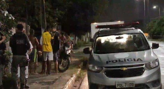 Jovem é assassinado na porta de casa enquanto esperava mulher que teria conhecido na internet, em Paulista