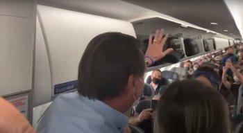 Bolsonaro apareceu de surpresa no voo comercial, nesta sexta-feira