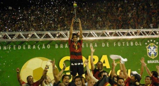 Há 13 anos, o Sport conquistava a Copa do Brasil; ouça os gols na narração de Adilson Couto
