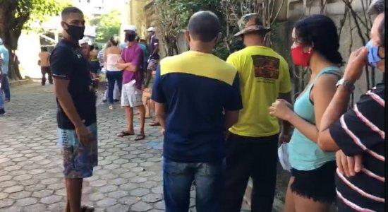 Saque do auxílio emergencial: Longas filas são registradas em agência da Caixa na Zona Norte do Recife