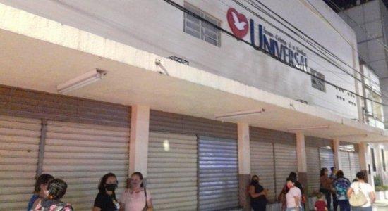 Igreja Universal promove culto clandestino e é autuada em Caruaru; Com chegada de fiscais, fiéis se evadiram do local, diz procon