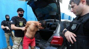 Peritos do Instituto de Criminalística (IC) também participaram da operação.