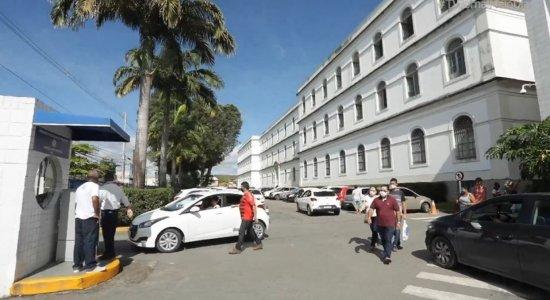 Homem furta celulares de pessoas dentro da emergência do Imip, no Recife