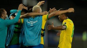 O lateral Alex Sandro marcou o primeiro gol do Brasil na goleada em cima do Peru