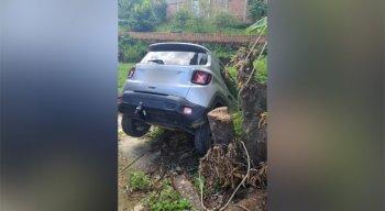 Durante perseguição o suspeito perdeu o controle do carro. O caso aconteceu em Carpina, na Zona da Mata de Pernambuco