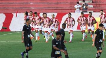 Em partida bem disputada, Náutico vence o Botafogo e mantém os 100% na Série B